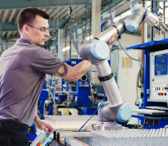 media ways cobots enable manufacturers to unlock more value